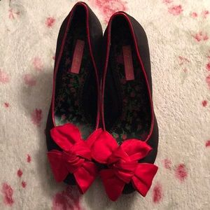 Black satin Betsey Johnson heels red bows vintage